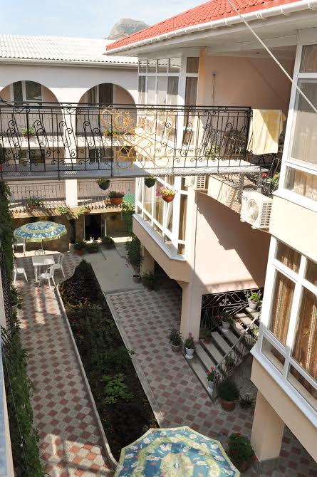 Мини отели в Судаке: официальный сайт - De Albina Hotel